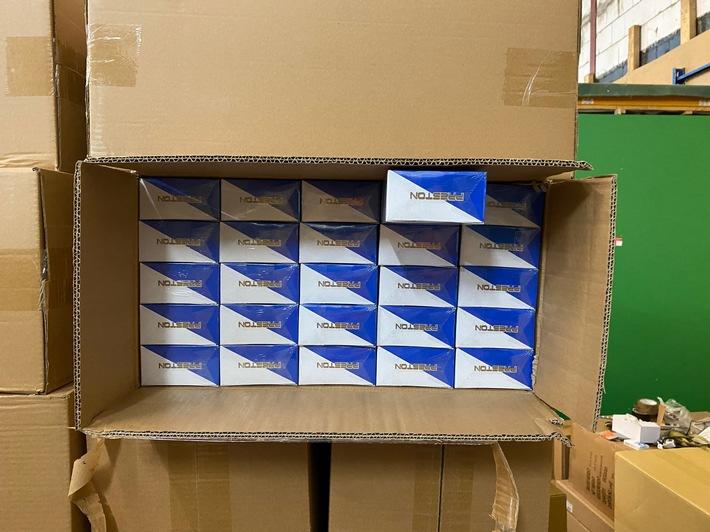 ZOLL-H: - 30 Millionen Stück Zigaretten in zwei Containern beschlagnahmt - Steuerschaden in Höhe von rd. 6,5 Millionen Euro verhindert - Zwei Haftbefehle erlassen