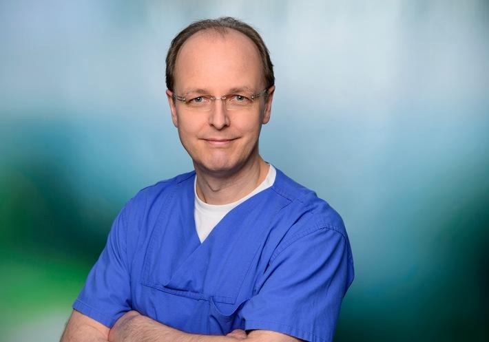 Foto: obs/Asklepios Kliniken. Dr. Jan-Christoph Lewejohann, Leitender Arzt der Zentralen Notaufnahme der Asklepios Klinik Wandsbek (Hamburg).