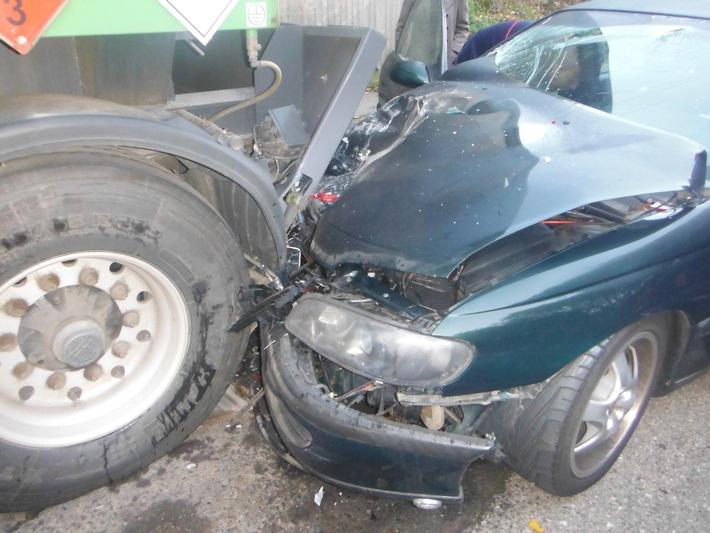 POL-DN: Schwerverletzter bei Verkehrsunfall in Schmidt