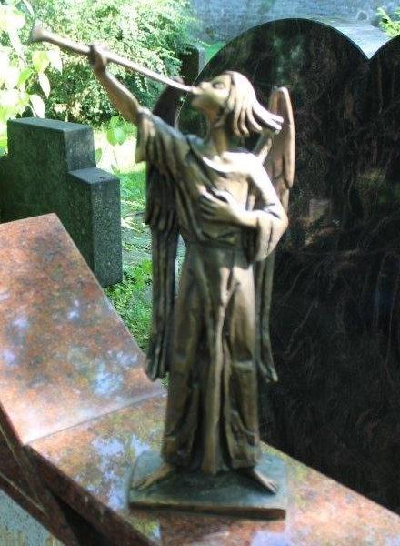 POL-PPKO: Bronzeengel von Grab gestohlen
