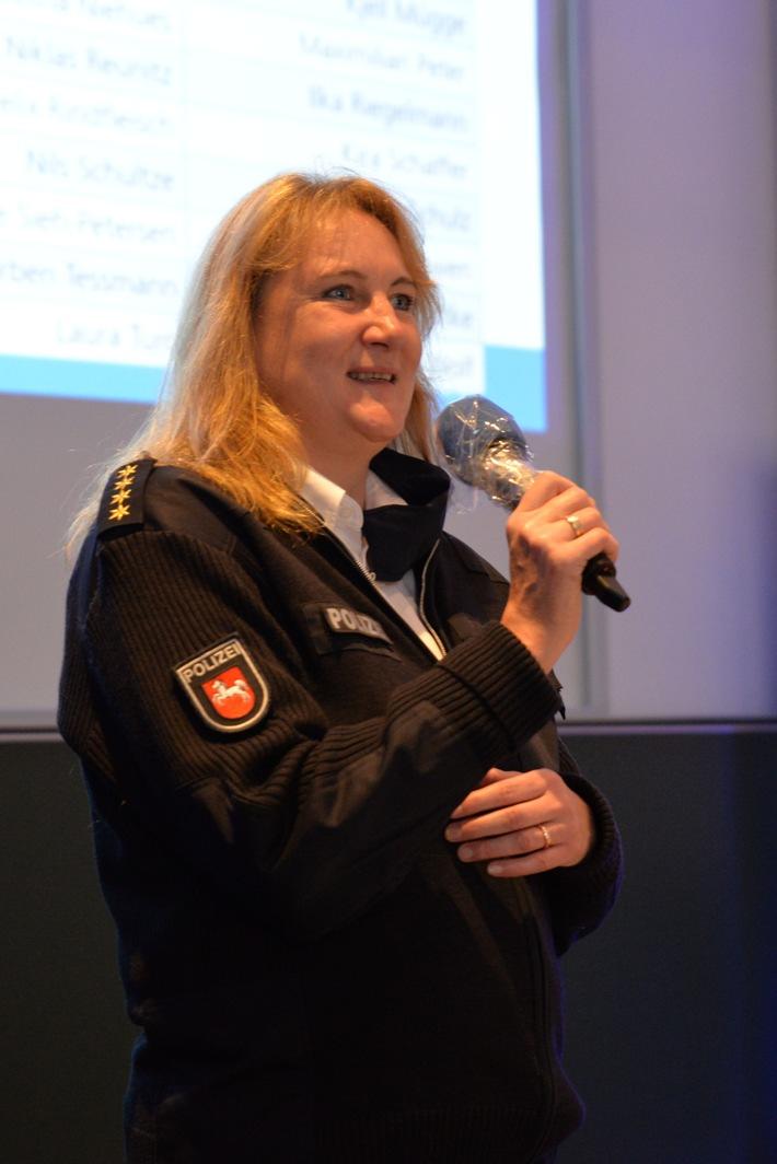 POL-AK NI: Neu eingestellt - Polizeinachwuchs beginnt 3-jähriges Studium in Niedersachsen