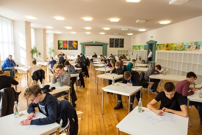 """Schüler beim Bundesfinale  von """"Wirtschaftswissen im Wettbewerb"""" am 24.3. in Zwickau (Photo Credits: Swen Lämmel)"""