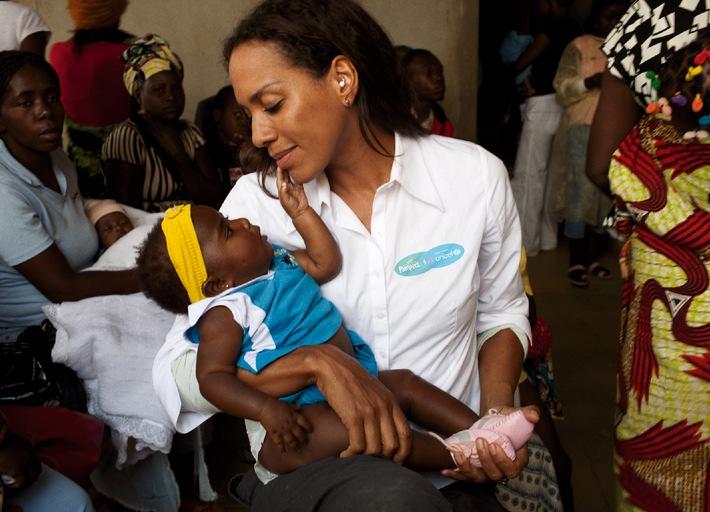 """Barbara Becker-Quinze, Botschafterin der Aktion """"1 Packung = 1 lebensrettende Impfdosis"""" von Pampers für UNICEF. Die Verwendung dieses Bildes ist für redaktionelle Zwecke honorarfrei. Veröffentlichung bitte unter Quellenangabe: """"obs/Procter & Gamble Germany GmbH & Co Operations oHG"""""""