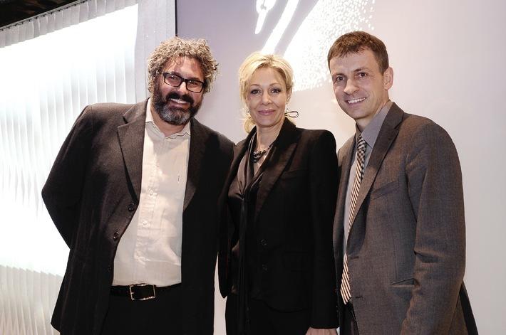 """Funkelnder Auftakt von """"Designers on Stage"""": Greg Lynn mit Nadja Swarovski zu Gast bei Swarovski Wien - BILD"""