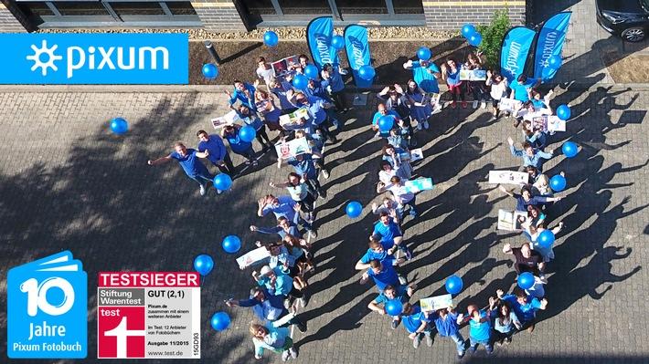 """10 Jahre Pixum Fotobuch. Weiterer Text über ots und www.presseportal.de/nr/24663 / Die Verwendung dieses Bildes ist für redaktionelle Zwecke honorarfrei. Veröffentlichung bitte unter Quellenangabe: """"obs/Pixum"""""""