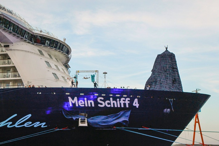 "KIEL, GERMANY - JUNE 05: (EDITOR'S NOTE: Images only to be used in positive context and in connection with the naming ceremony of 'Mein Schiff 4') Franziska van Almsick during the naming ceremony of the cruise ship 'Mein Schiff 4' on June 5, 2015 in Kiel, Germany.  (Photo by Isa Foltin/Getty Images for TUI Cruises) / Weiterer Text über ots und www.presseportal.de/pm/75344 / Die Verwendung dieses Bildes ist für redaktionelle Zwecke honorarfrei. Veröffentlichung bitte unter Quellenangabe: ""obs/TUI Cruises GmbH/Isa Foltin"""