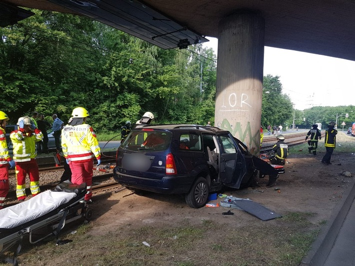 FW-BO: Verkehrsunfall mit Pkw