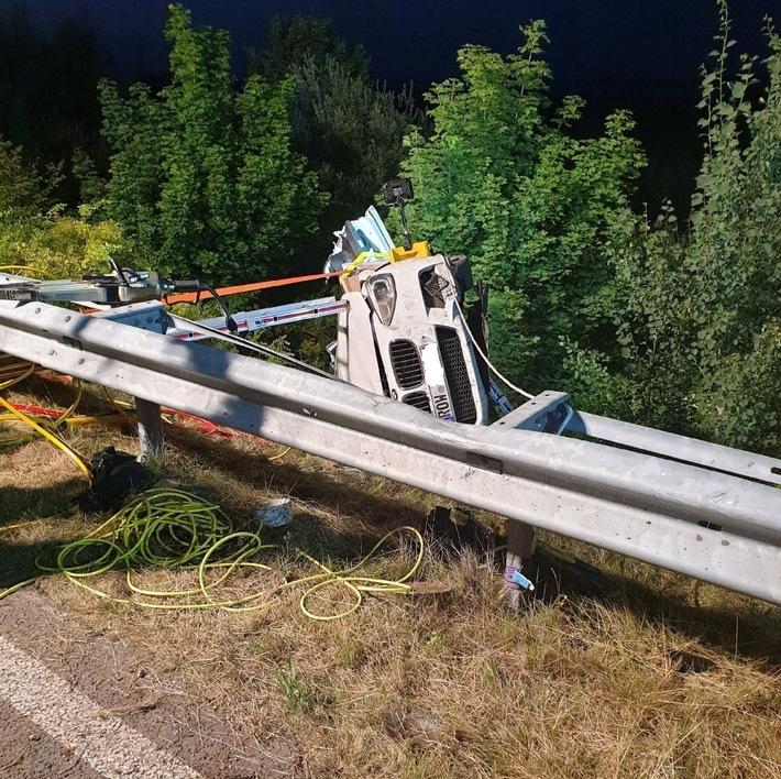 POL-STD: Couragierte Ersthelfer retten Person aus der Elbe und übernehmen Wiederbelebung bis zum Eintreffen des Rettungsdienstes,