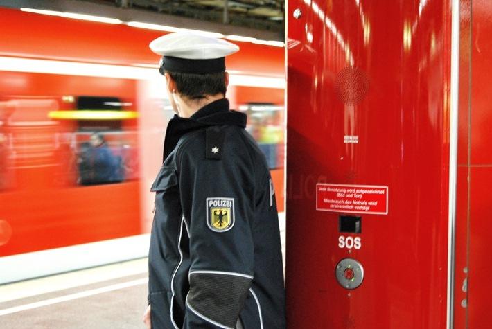 Reisender ohne Fahrschein hat 3,3 Promille - verletzt sich und DB-Mitarbeiter beim Fluchtversuch