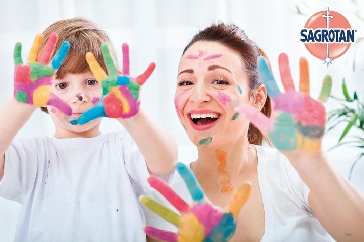 """Sagrotan unterstützt die regelmäßige Handhygiene bei Kindern / Weiterer Text über ots und www.presseportal.de/nr/115990 / Die Verwendung dieses Bildes ist für redaktionelle Zwecke honorarfrei. Veröffentlichung bitte unter Quellenangabe: """"obs/RB Deutschland"""""""