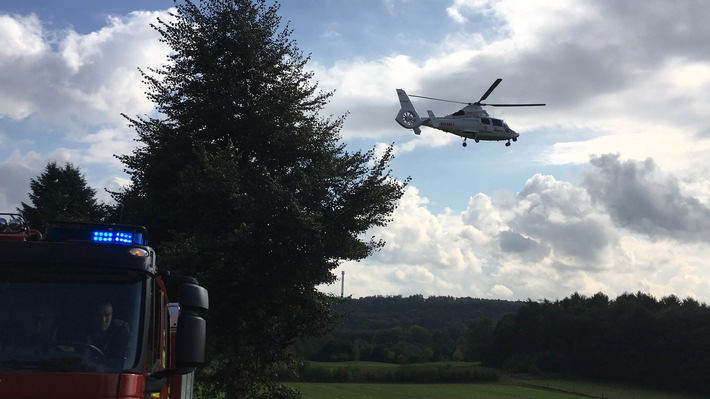 Hubschrauberlandung - Die Feuerwehr sichert