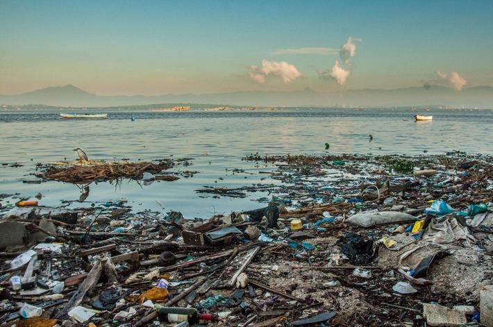 Alemanha exporta lixo plástico - coleta maior projeto de coleta de lixo da oeoo / Brasil no Rio de Janeiro