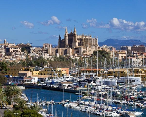 Palma de Mallorca, Hauptstadt, Immobilienhotspot und Ort der Pressekonferenz zur unabhängigen Marktstudie Ferienimmobilien 2017