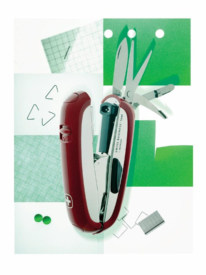 Ni chocolat, ni fromage, ni montre ... mais authentiquement suisse! Le nouveau SWISS BUSINESS Tool de Wenger réunit les ustensiles de bureau les plus courants tels qu'agrafeuse, perforateur, ciseaux, dégrafeur et couteau en un outil multifonctions compact. Il est disponible dès maintenant au prix de CHF 98.-- dans toute la Suissse. www.wenger-knife.com