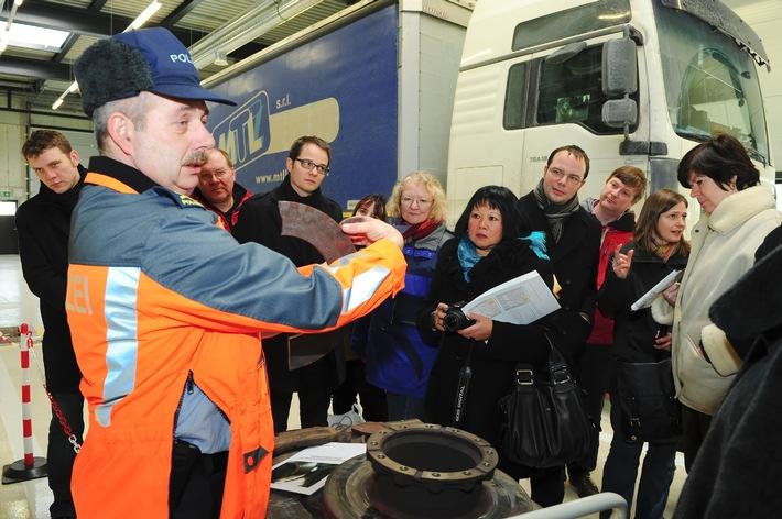 Europa besucht das Lastwagenkontrollzentrum Ripshausen in Uri