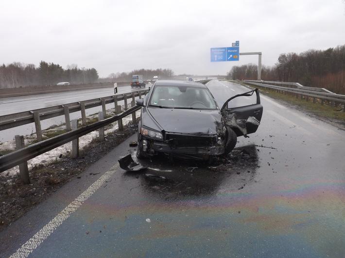 Foto: Polizei Münster (Das Foto zeigt den verunfallten Volvo)  Veröffentlichung mit dieser Pressemitteilung honorarfrei.