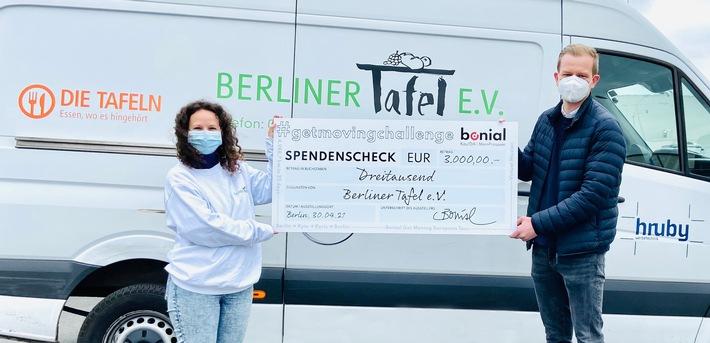 Bonial_Christoph Eck-Schmidt Scheckubergabe Berliner Tafel.jpg