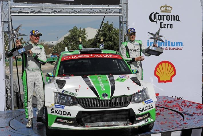 """SKODA bei der Rallye Mexiko 2018: Pontus Tidemand/Jonas Andersson (SWE/SWE) gewannen im SKODA FABIA R5 die WRC 2-Kategorie bei der Rallye Mexiko und übernahmen die Führung im Zwischenklassement der Meisterschaft. / Rallye Mexiko: Sieg und Tabellenführung für SKODA Werkspilot Tidemand, Rovanperä stark / Weiterer Text über ots und www.presseportal.de/nr/28249 / Die Verwendung dieses Bildes ist für redaktionelle Zwecke honorarfrei. Veröffentlichung bitte unter Quellenangabe: """"obs/Skoda Auto Deutschland GmbH"""""""
