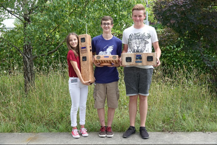 DAB+ Radios - ganz aus Holz geschnitzt