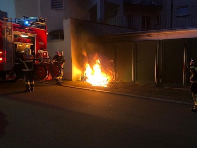 Brennende Mülltonne