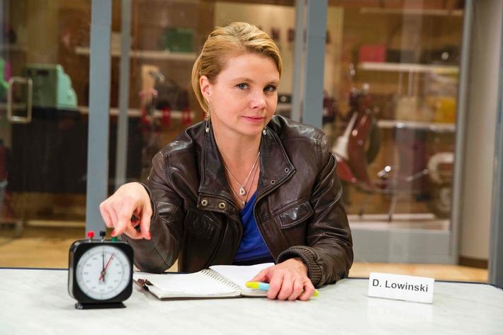 """Annette Frier zwischen Liebe und Verrat, Freundschaft und Untreue, Lachen und Weinen - in der emotionalsten """"Danni Lowinski""""-Staffel ab 21. Juli in SAT.1"""