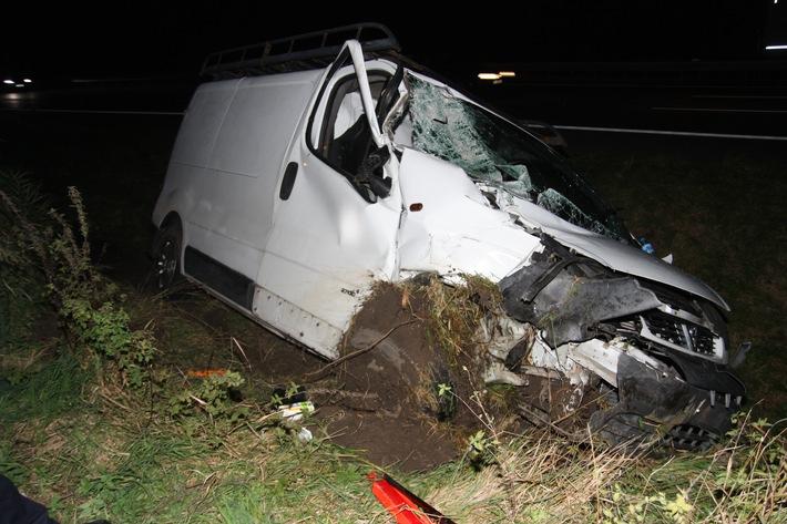 POL-BI: Unfall mit zwei Schwerverletzten und drei beteiligten Fahrzeugen auf der BAB2