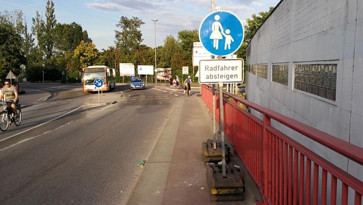 Nach Missachtung einer Sperrung - Radfahrer leicht verletzt