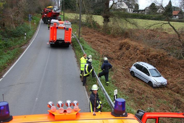 FW-E: PKW von Fahrbahn abgekommen, Fahrer nur leicht verletzt
