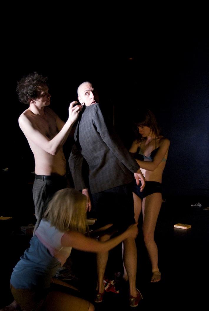 Il modello di promozione teatrale del Percento culturale Migros  Prairie 2009/2010: prime a Losanna e Zurigo