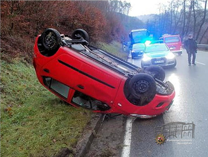 Der Hyundai war auf nasser Fahrbahn ins Schleudern geraten und hatte sich überschlagen