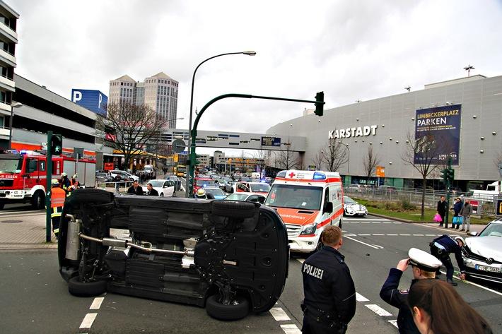 FW-E: Verkehrsunfall mit zwei beteiligten Fahrzeugen, beide Fahrer verletzt
