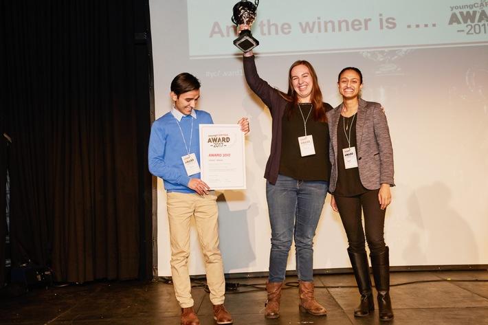 """youngCaritas zeichnet das Engagement junger Menschen aus: Mit Rechtsberatung für asylsuchende Menschen gewinnt AsyLex den youngCaritas-Award 2017. Weiterer Text über ots und www.presseportal.ch/de/nr/100000088 / Die Verwendung dieses Bildes ist für redaktionelle Zwecke honorarfrei. Veröffentlichung bitte unter Quellenangabe: """"obs/Caritas Schweiz / Caritas Suisse/Angelika Annen/Caritas Schweiz"""""""