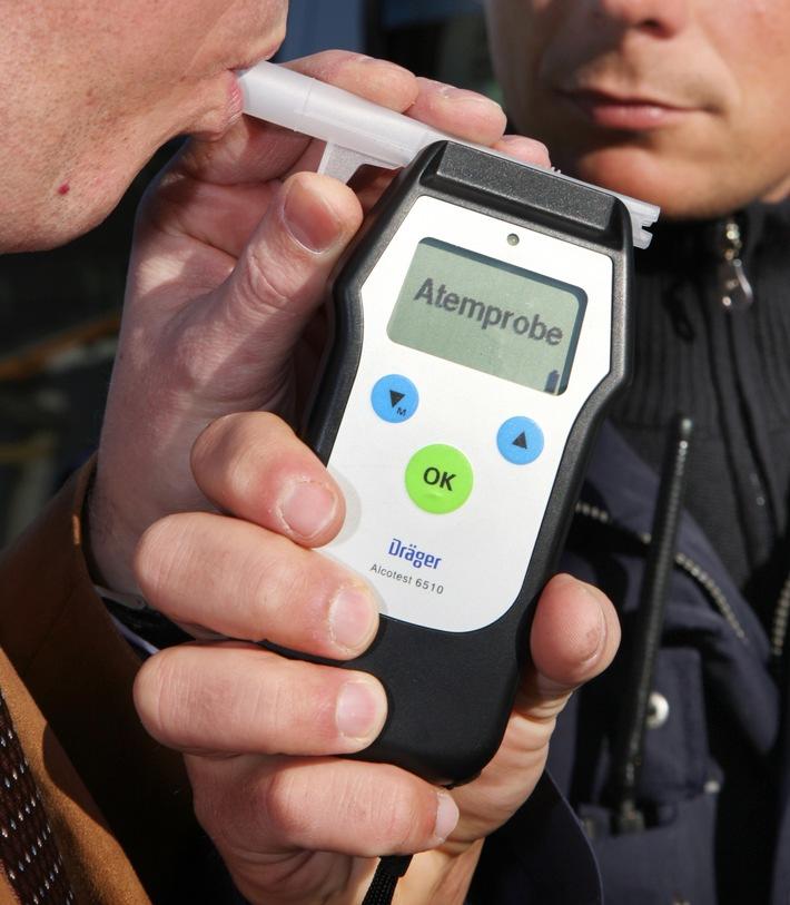 POL-ME: Verkehrsunfall durch Handy und Alkohol - Mettmann - 1709082
