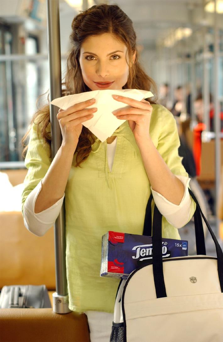 Intime Details zum Taschentuch / Tempo hilft beim Flirten