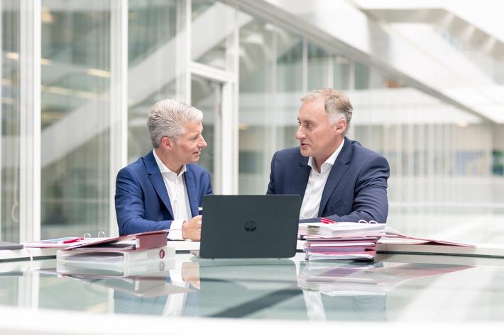 """Die Geschäftsführung der Trianel GmbH / Sven Becker (links), Dr. Oliver Runte (rechts). Weiterer Text über ots und www.presseportal.de/nr/67884 / Die Verwendung dieses Bildes ist für redaktionelle Zwecke honorarfrei. Veröffentlichung bitte unter Quellenangabe: """"obs/Trianel GmbH"""""""