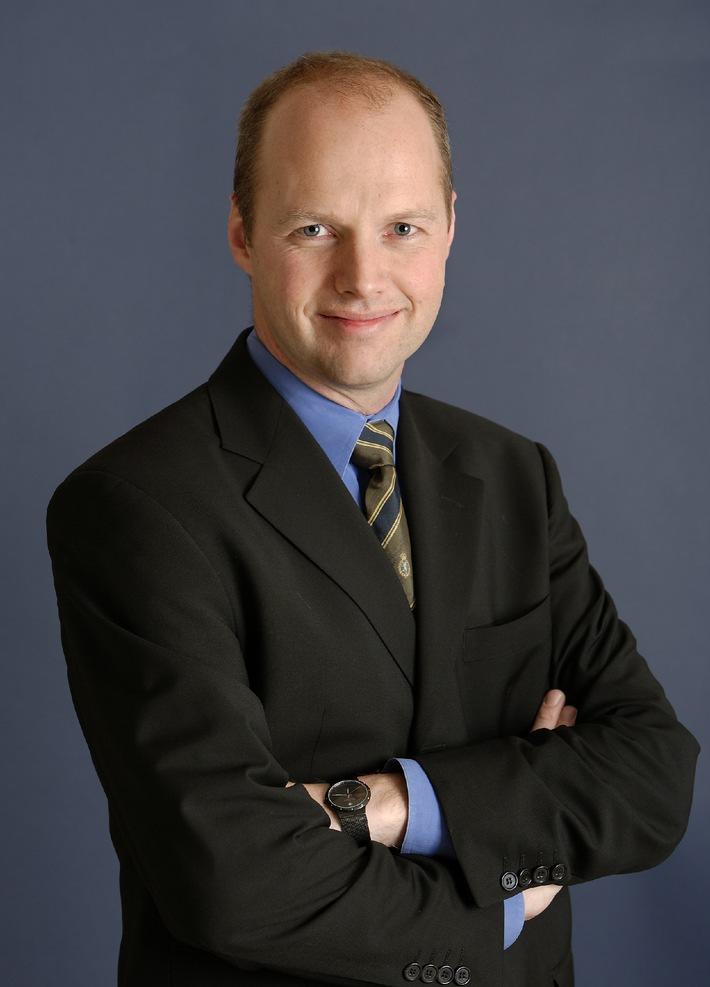 """Prof. Dr. Sebastian Thrun, Professor für Künstliche Intelligenz an der Stanford University, wurde am 11. Juli für seine wissenschaftlichen Leistungen auf dem Gebiet der Sensorik, Sensorfusion, Künstlichen Intelligenz und Fahrerassistenzsysteme mit dem Braunschweiger Forschungspreis 2007 ausgezeichnet. Der Preis wird am 10. November feierlich überreicht. Die Verwendung dieses Bildes ist für redaktionelle Zwecke honorarfrei. Abdruck bitte unter Quellenangabe: """"obs/Braunschweig Stadtmarketing GmbH"""""""