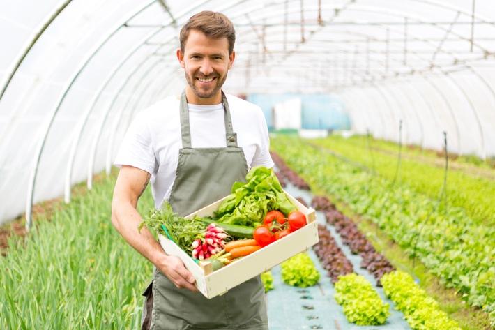 """GLOBALG.A.P. unterstützt Akteure der Landwirtschaft mit praktischen Lösungen. Shutterstock. Weiterer Text über ots und www.presseportal.de/nr/115977 / Die Verwendung dieses Bildes ist für redaktionelle Zwecke honorarfrei. Veröffentlichung bitte unter Quellenangabe: """"obs/GLOBALG.A.P. Foodplus GMBH/shutterstock"""""""
