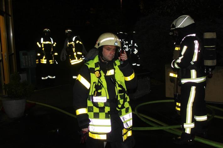 Löschmaßnahmen der Feuerwehr Bochum