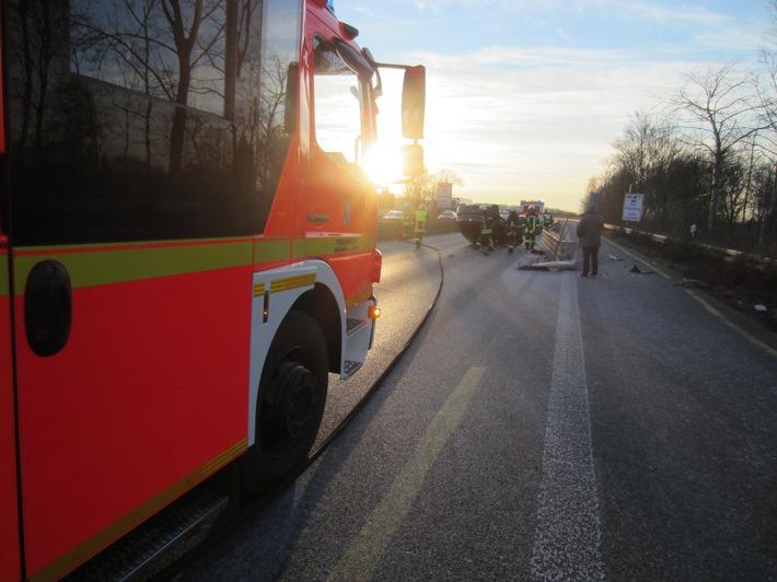 Verkehrsunfall A40 PKW auf Dach