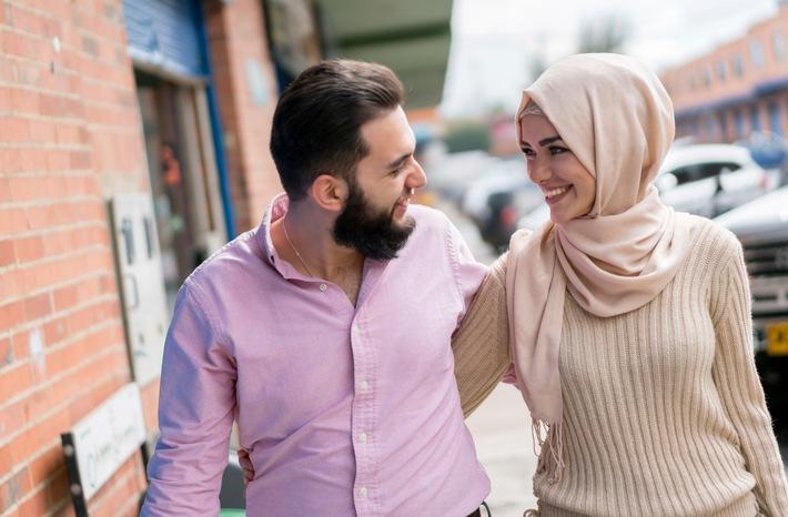 Hawaya Matchmaking App Studie Muslime in Deutschland/ Loving young Muslim couple / Weiterer Text über ots und www.presseportal.de/nr/143497 / Die Verwendung dieses Bildes ist für redaktionelle Zwecke unter Beachtung ggf. genannter Nutzungsbedingungen honorarfrei. Veröffentlichung bitte mit Bildrechte-Hinweis.