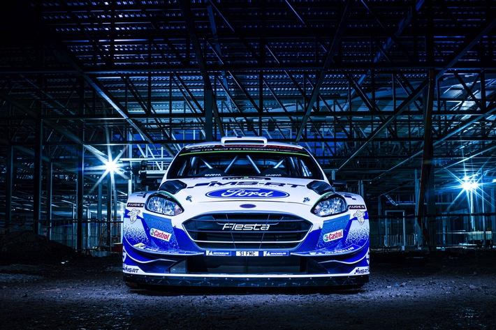 """Knapp zwei Wochen vor dem offiziellen Start der FIA Rallye-Weltmeisterschaft 2020 enthüllt M-Sport Ford das rundum neue Design, mit dem die Fiesta WRC des Teams in dieser Saison an den Start gehen werden. Für die Lackierung der von einem rund 380 PS starken Ford EcoBoost-Vierzylinder mit 1,6 Liter Hubraum angetriebenen Turbo-Allradler zeichnet erneut Grafik-Designer Phil Dixon verantwortlich. Der Brite ist ebenso wie das Team M-Sport Ford in der britischen Grafschaft Cumbria beheimatet. Seine Fahrzeug-Designs genießen bei Rallye-Fans seit langem Kult-Status. Weiterer Text über ots und www.presseportal.de/nr/6955 / Die Verwendung dieses Bildes ist für redaktionelle Zwecke honorarfrei. Veröffentlichung bitte unter Quellenangabe: """"obs/Ford-Werke GmbH"""""""