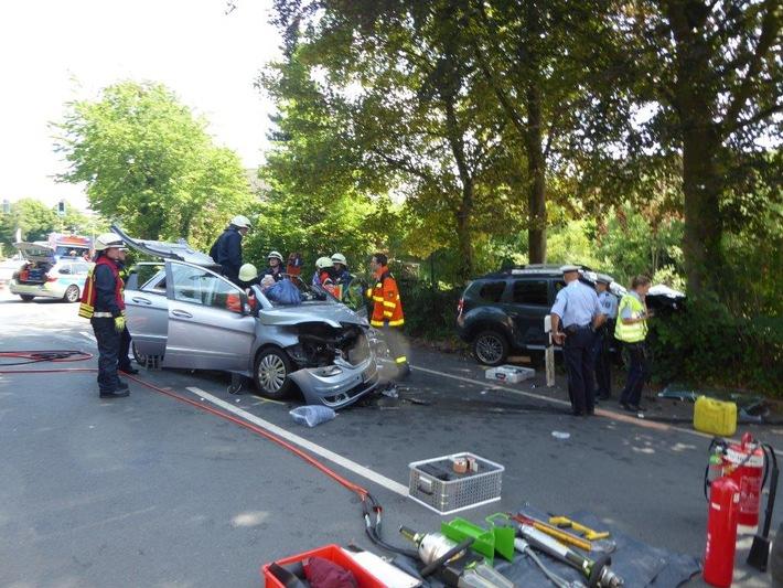 FW-EN: Verkehrsunfall mit zwei PKW