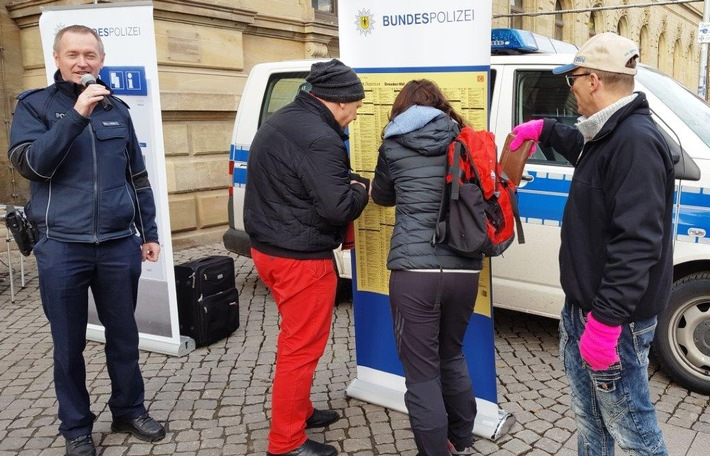 Das Taschendiebstahlspräventionsteam der Bundespolizei freut sich auf Ihren Besuch!