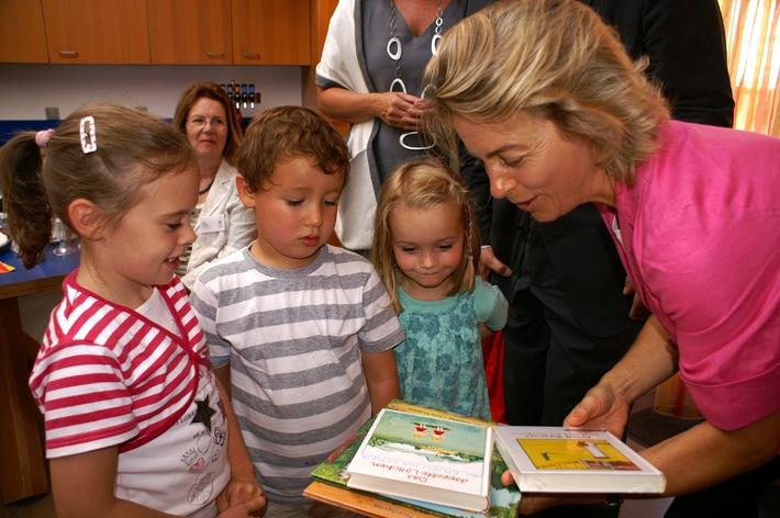 Bundesfamilienministerin Ursula von der Leyen besucht Elternhaus der McDonald's Kinderhilfe Stiftung