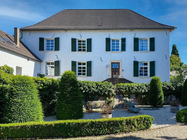 Stilvolles Herrenhaus in Dusseldorf (c) Engel & Volkers Dusseldorf-Carlstadt (1).jpg