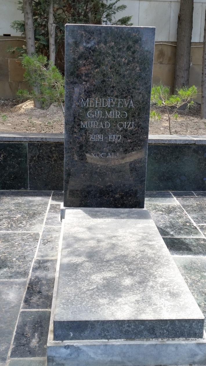Das Foto vom Grab des im 3. Jahresalter in Chodschali getöteten Mädchen Gülmira Murad gyzi Mehdiyeva auf dem Märtyrerfriedhof in Baku / Weiterer Text über ots und www.presseportal.de/nr/105475 / Die Verwendung dieses Bildes ist für redaktionelle Zwecke unter Beachtung ggf. genannter Nutzungsbedingungen honorarfrei. Veröffentlichung bitte mit Bildrechte-Hinweis.