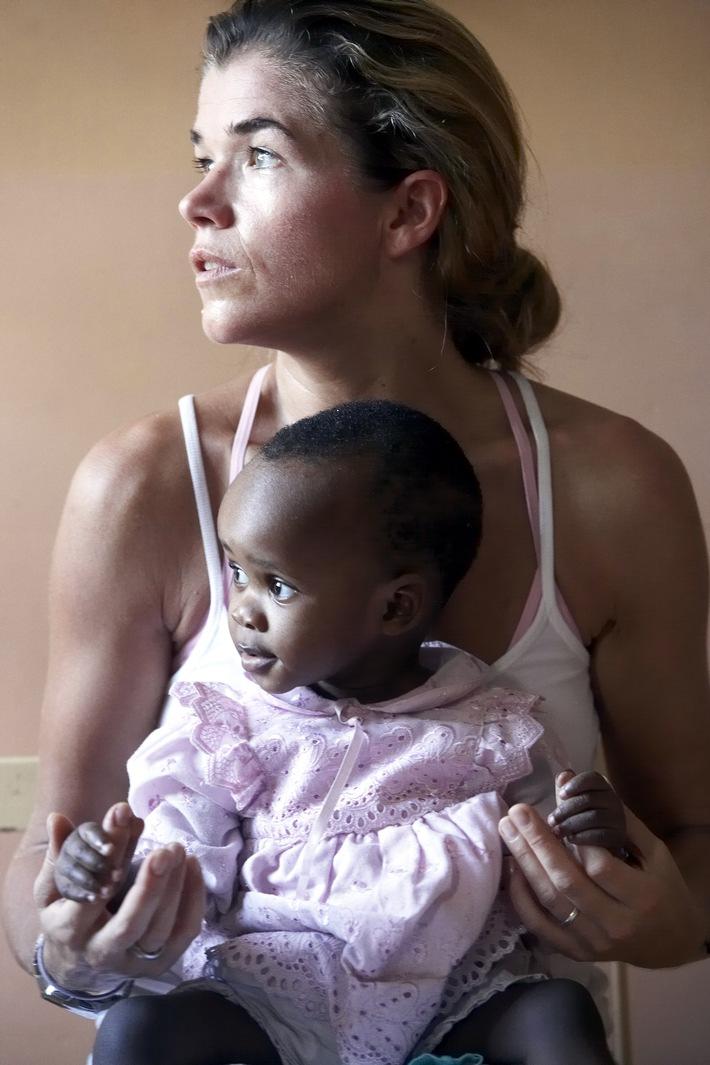 Alle 30 Sekunden stirbt ein Kind an Malaria / Anke Engelke stellt medeor-Spot vor