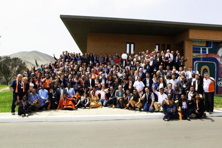 Gruppenbild der Generalversammlung in Lima