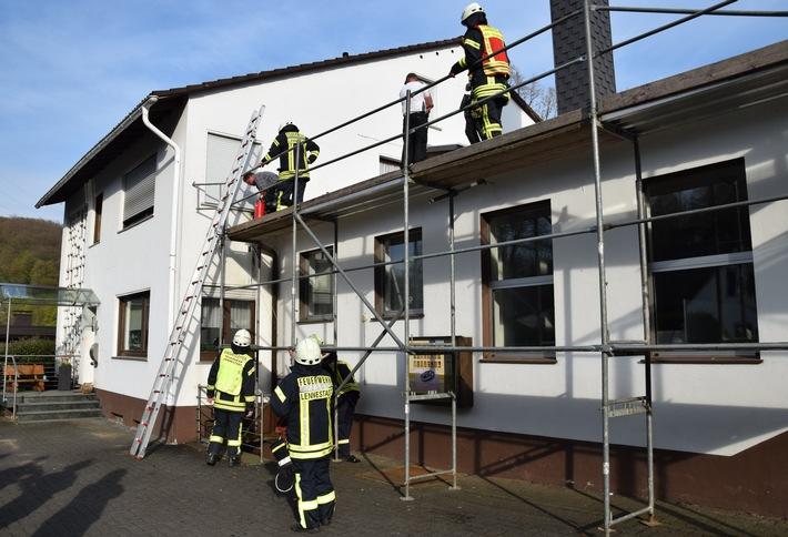 FW-OE: Entstehungsbrand im Dachstuhl eines Industriebetriebes