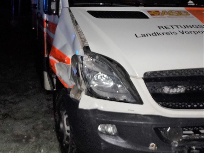 POL-HST: Rettungswagen verunfallt bei Ahrenshagen-Daskow